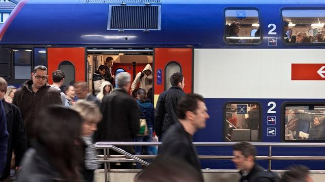 Il Cussegl federal vul investir 4 milliardas en lingias da bus e trens a curta distanza.
