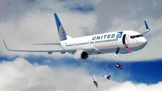 Fotomontage: Passagiere falls aus United Airlines Flugzeug.