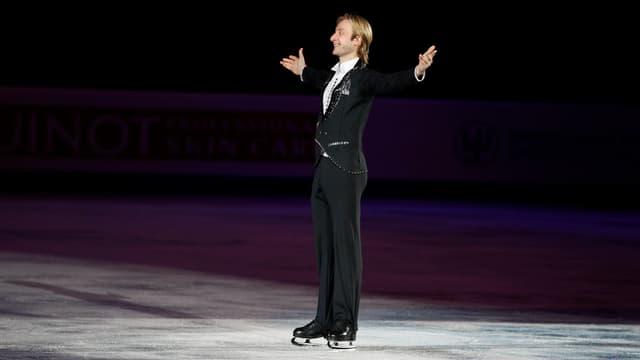 Jewgeni Pluschenko freut sich über den Titelgewinn.