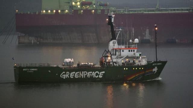 La nav da Greenpeace «Arctic Sunrise».