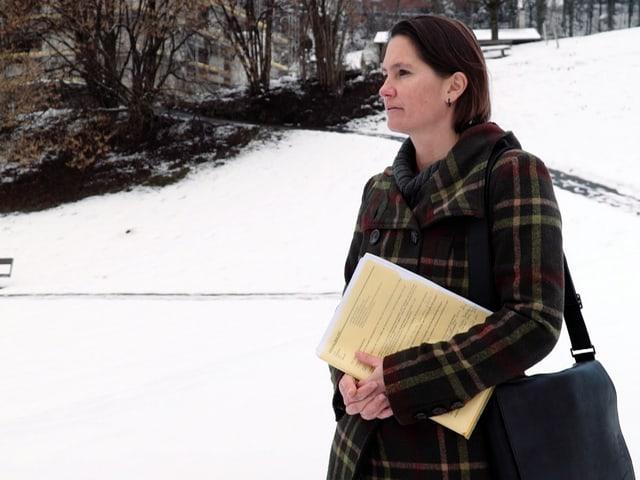 Frau im Schnee.