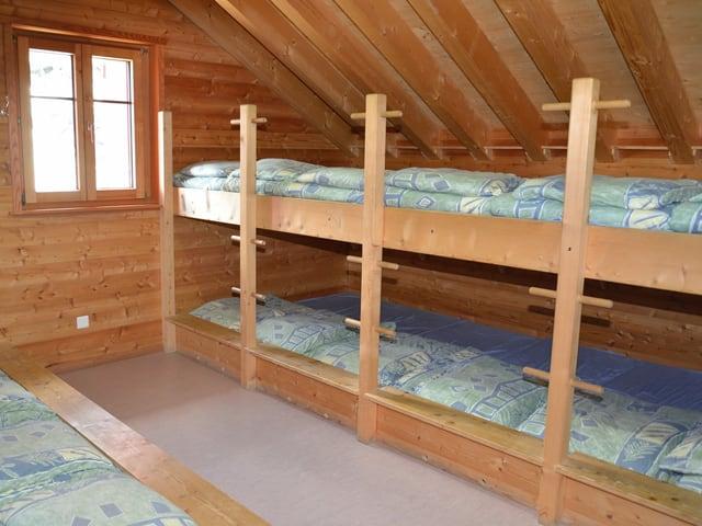 Massenschlag mit vielen Betten.