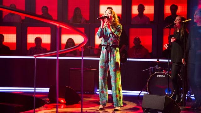 Anna Rossinelli mit «Brokenhearted» auf der «1 gegen 100»-Bühne.