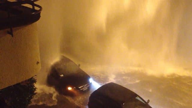 Grosse Überschwemmung am frühen Morgen an der Üetlibergstrasse.