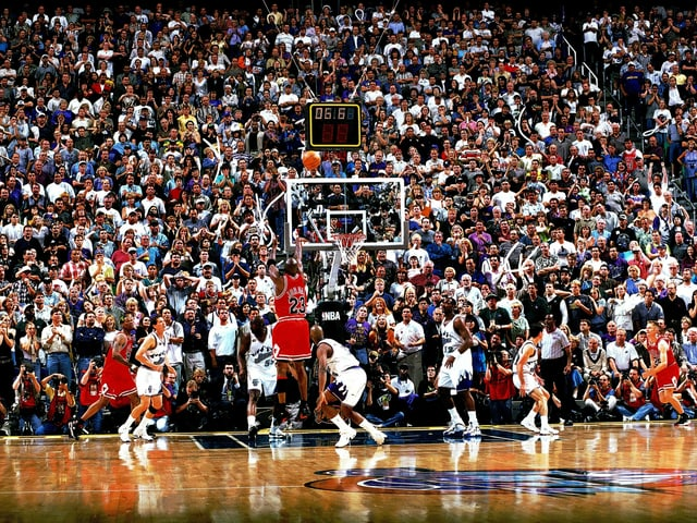 Michael Jordan wirft.