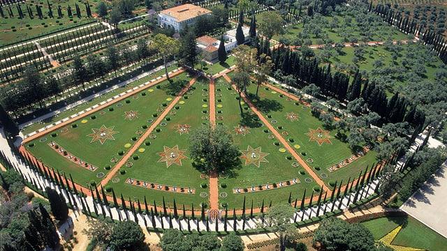 Umringt von üppigen Gärten: das Grab von Bahá'u'lláh