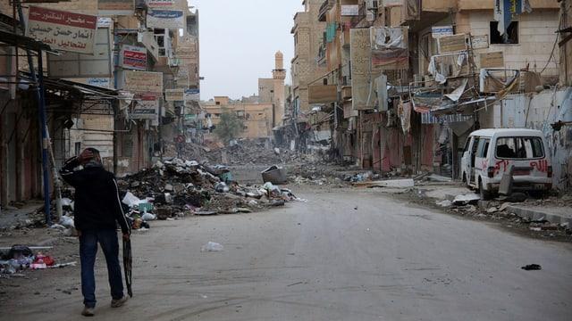 Kämpfer der oppositionellen Freien Syrischen Armee in Deir al-Zor