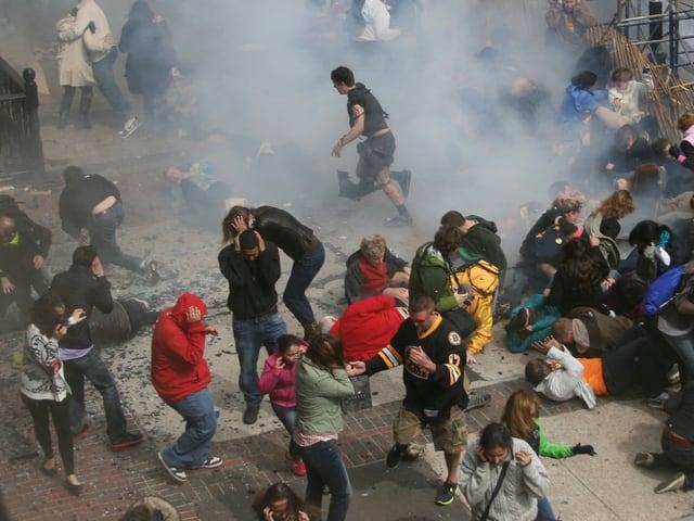Chaos pur nach den Bombenanschlägen in Boston.