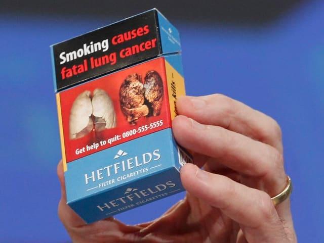 Eine Zigarettenpackung, wie sie künftig in der EU verkauft werden soll.