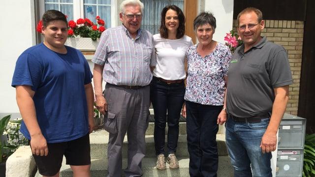 Mona Vetsch mit der Familie Bösiger: (v. links) Philipp, Peter, Therese und Beat Bösiger.