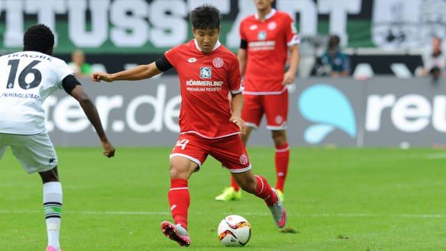 Der südkoranische Natispieler Joo Ho Park im Dress von Mainz.