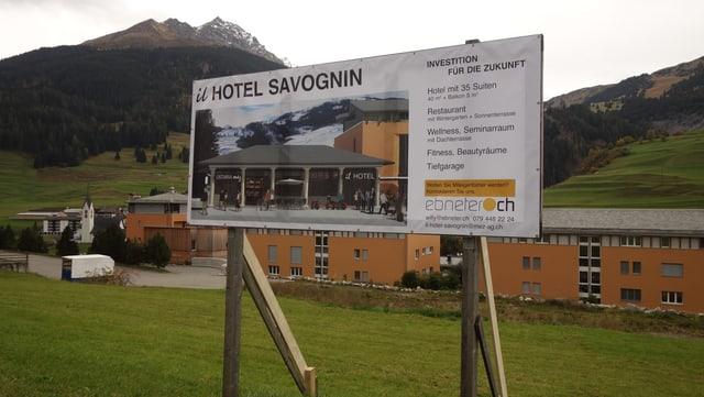 L'hotel avess la medema colur sco las abitaziuns existentas.