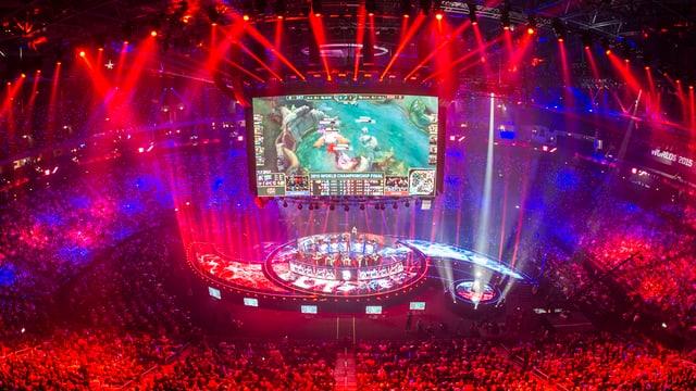 Zehntausende verfolgen das «League of Legends»-Weltmeisterchaftsfinale 2015 im überdachten Stadion