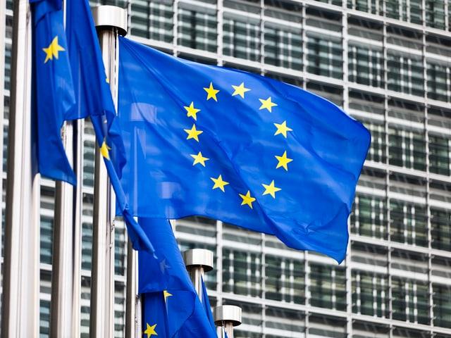 EU-Flaggen vor der EU-Kommission