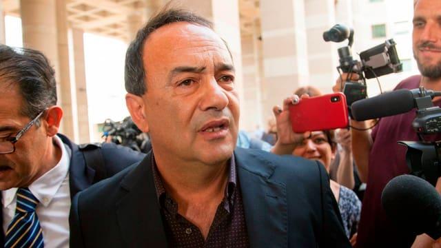 Der Bürgermeister von Riace, Domenico Lucano, musste gestern in Reggio Calabria vor Gericht.