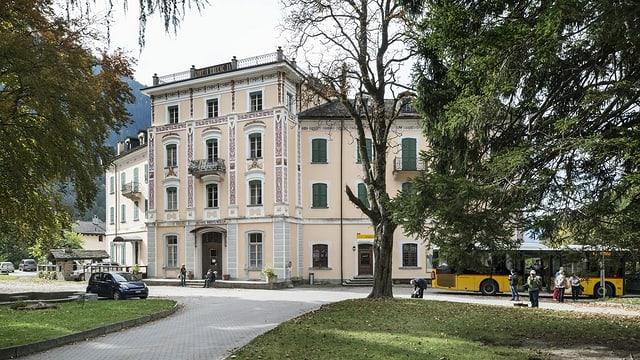 Fatschada da l'hotel Bregaglia a Promontogno.