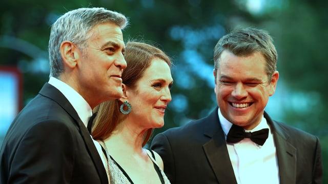 Clooney, Moore und Damon in Abendgarderobe.