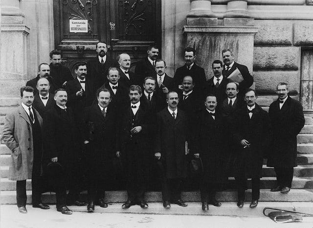 Das Oltener Komitee, das als nationale Streikleitung fungierte, posiert auf einem Gruppenbild.