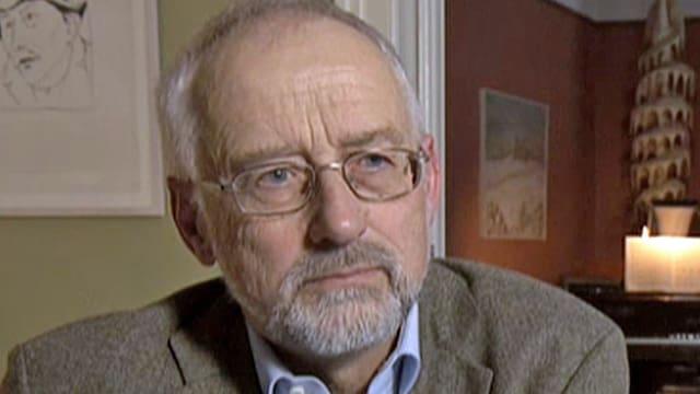 Professor Dieter Freiburghaus während eines Gesprächs mit dem Schweizer Fernsehen.