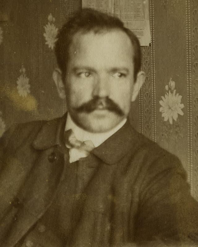 Portrait von Robert Grimm.