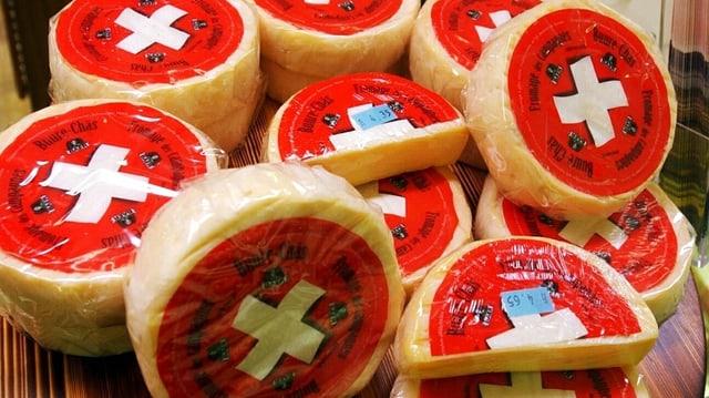 Schweizer Käse mit Schweizer Kreuz