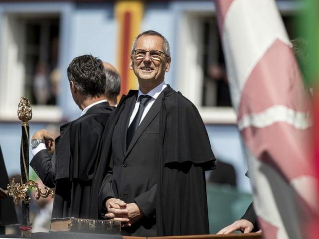 Der Appenzeller Regierungspräsident steht bei seiner Amtseinführung an der Landsgemeinde auf dem Podium.