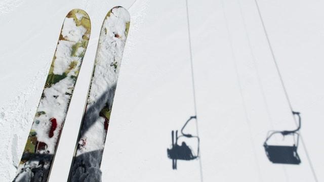 Skis sin ina sutgera cun umbriva da sutgeras.