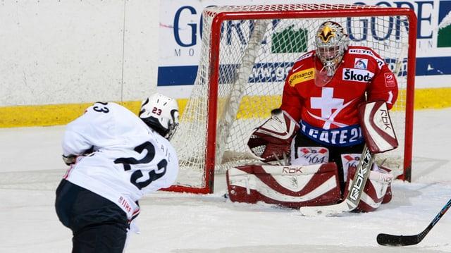La Svizra gioga l'emprima partida venderdi saira a Zug cunter la Finlanda.