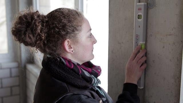 Video «Berufsbilder aus der Schweiz: Elektroinstallateurin EFZ» abspielen