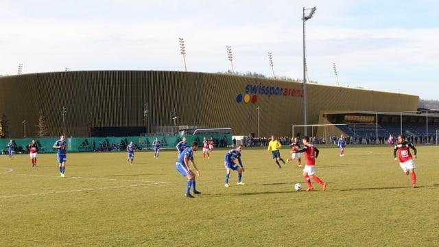 FC Aarau Spieler Romano Daniele am Ball