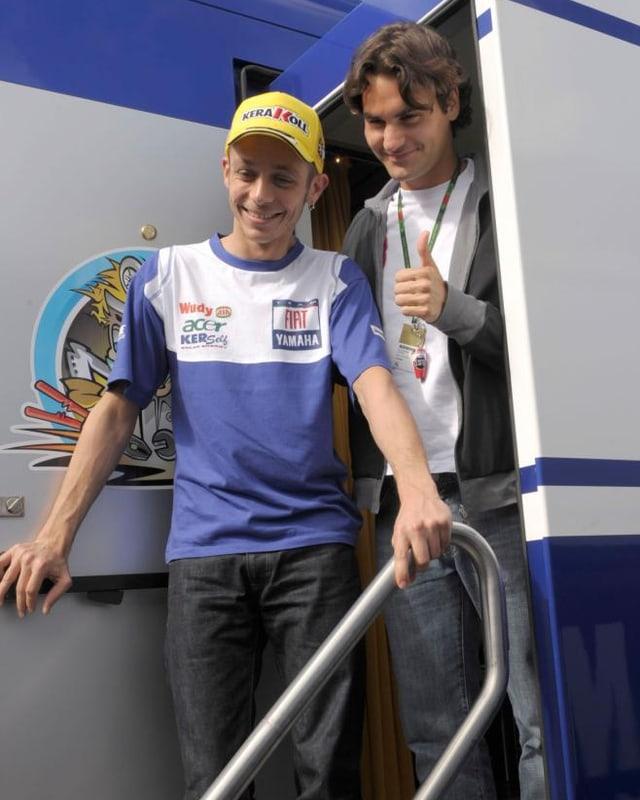 Motorrad-Legende Valentino Rossi mit Roger Federer 2008 in Estoril.