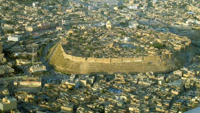Die Zitadelle ragt 30 Meter über der lärmenden Stadtmitte von Erbil.
