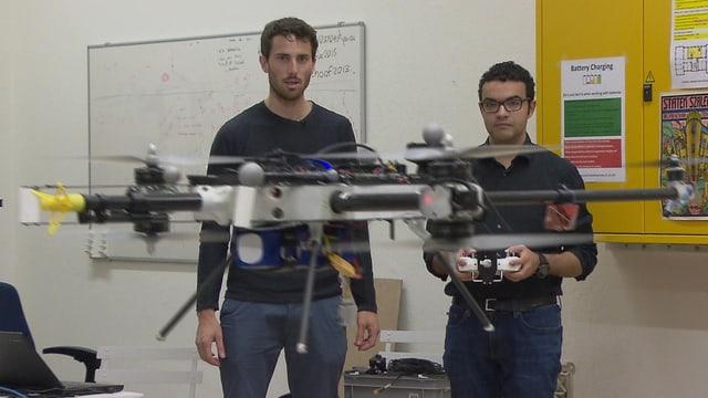 ETH-Studenten/Unternehmer steuern Drohne