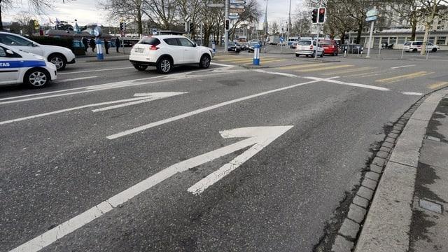Autospur am Bellevue, die zurück gebaut werden soll.