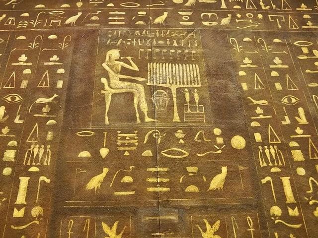 Bild mit zahlreichen Schriftzeichen
