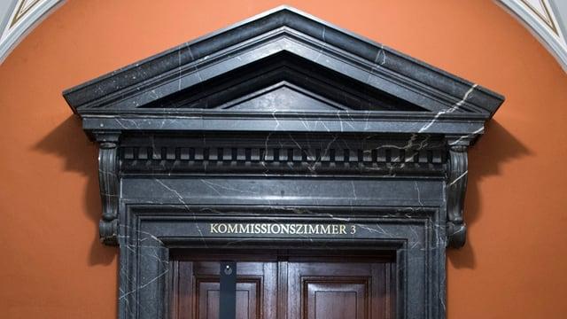 Türe zu Kommissionszimmer im Bundeshaus.