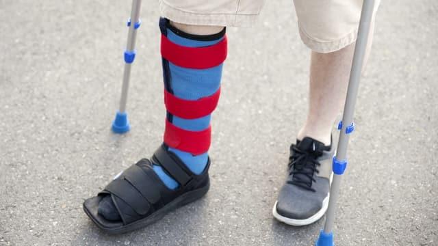 Um cun crutschas ed in pe en faschadira.