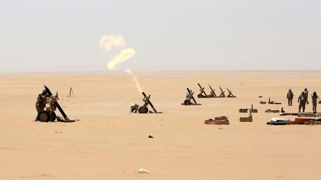 Schuldads da l'armada da l'Arabia Saudita en il Jemen.