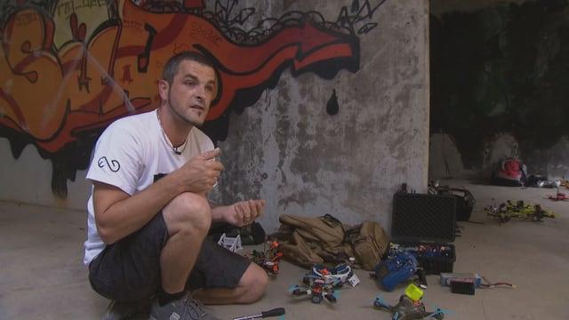Sascha Müller mit vier seiner Renn-Drohnen