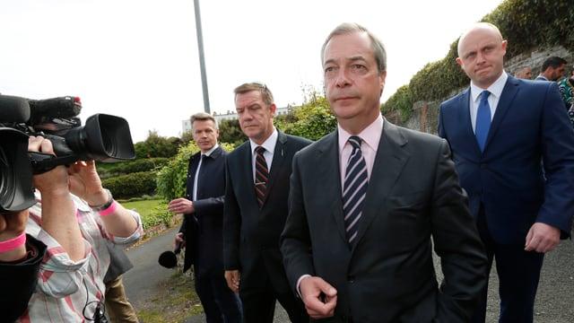 Nigel Farage vor Medienschaffenden.