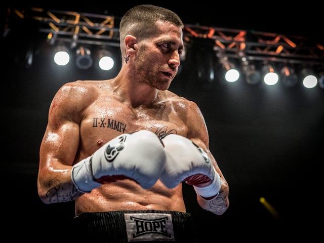 Jake Gyllenhaal in amerikanischer Einstellung als Boxer Billy Hope.
