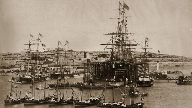 Eröffnung des Suezkanals. Schiffe auf dem Kanal.