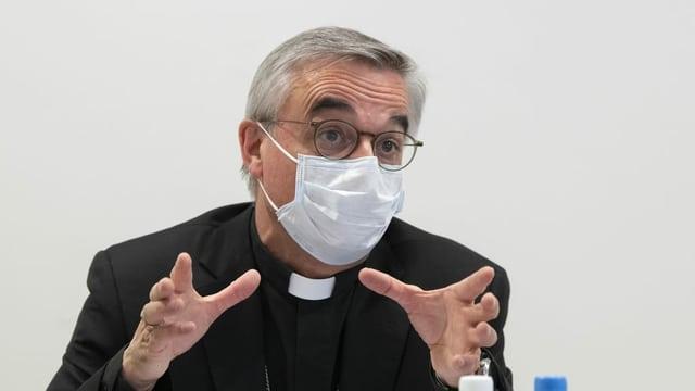 Lazzeri mit Maske.