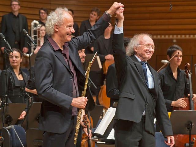 Heinz Holliger mit Felix Renggli auf der Bühne in Luzern.