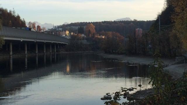 Die Flüsse, hier die Reuss bei Luzern, führen derzeit sehr wenig Wasser.
