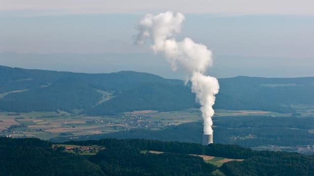 AKW Gösgen mit Dampffahne; Luftaufnahme.