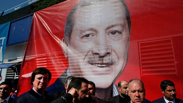 Placat da Recep Tayyip Erdogan che vul reintroducir la paina da mort en Tirchia.
