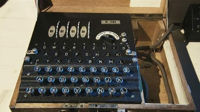 So sah die Enigma-Chiffriermaschine aus.