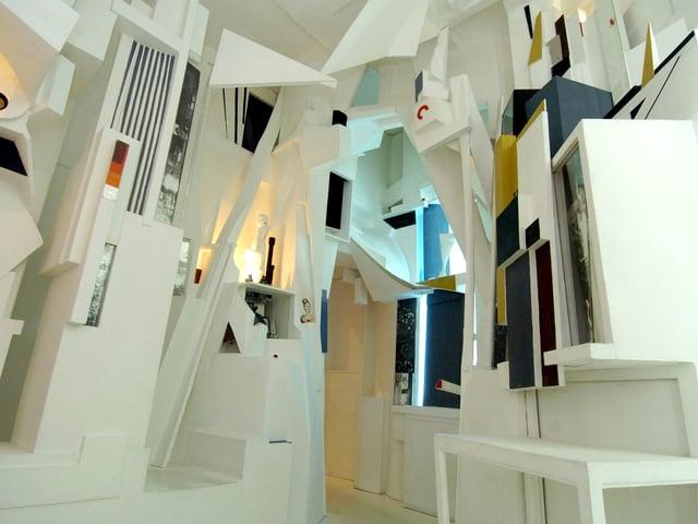 Der Merzbau zu Basel: 2004 wurde der Schwitters-Bau im Tinguely Museum rekonstruiert.