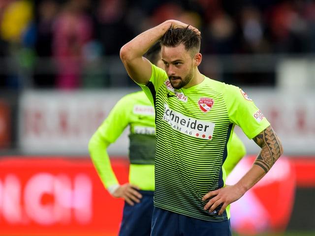 Spieler des FC Thun hadert mit der Leistung der Mannschaft.